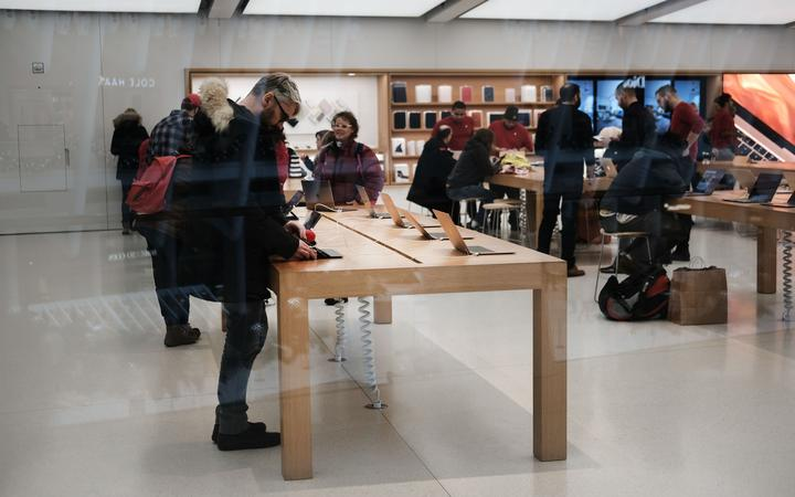 Student sues Apple for $1bn over 'facial recognition' arrest
