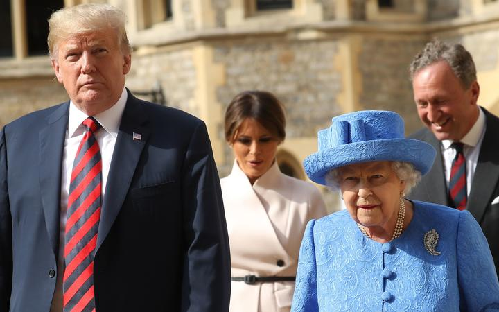 US President Donald Trump (L) and Britain's Queen Elizabeth II (2R) and US First Lady Melania Trump (2L) and Lieutenant Colonel Sir Andrew Ford (R) at Windsor Castle