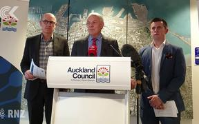 Auckland mayor backs free public transport for kids
