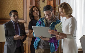 Tom (RAVI PATEL), Maggie (JUNE DIANE RAPHAEL), Fred Flarsky (SETH ROGEN), and Charlotte Fields (CHARLIZE THERON) in LONG SHOT. Photo Credit: Philippe Boss ©.