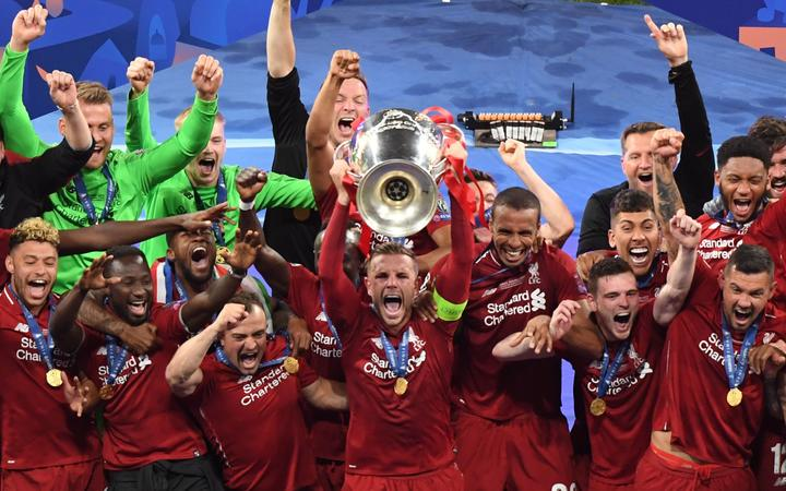 Liverpool's players celebrate with the trophy after winning the UEFA Champions League final football match between Liverpool and Tottenham Hotspur at the Wanda Metropolitan Stadium in Madrid