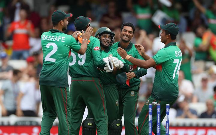 Bangladesh lose Shakib as New Zealand strike back