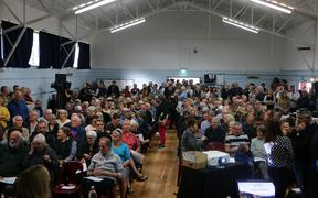 Waiheke residents met over the perceived shortcomings of the Fullers service at a public meeting at Morra Community Hall today.