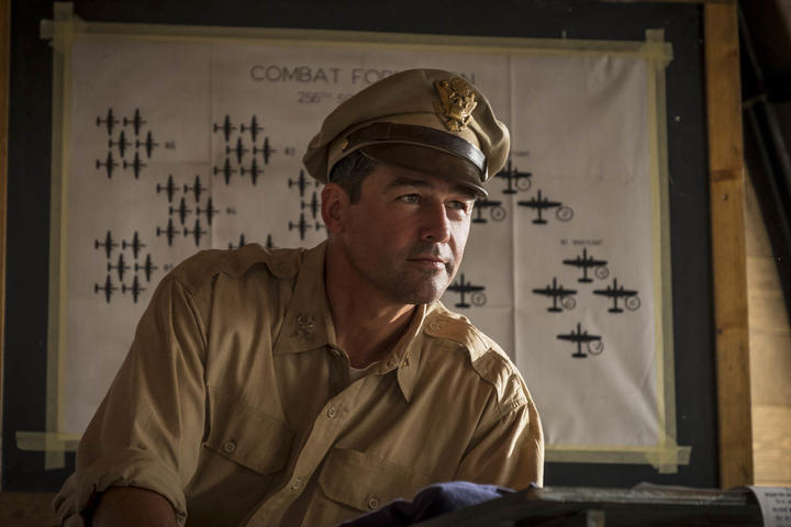The great Kyle Chandler plays the hapless Colonel Cathcart in Catch-22.