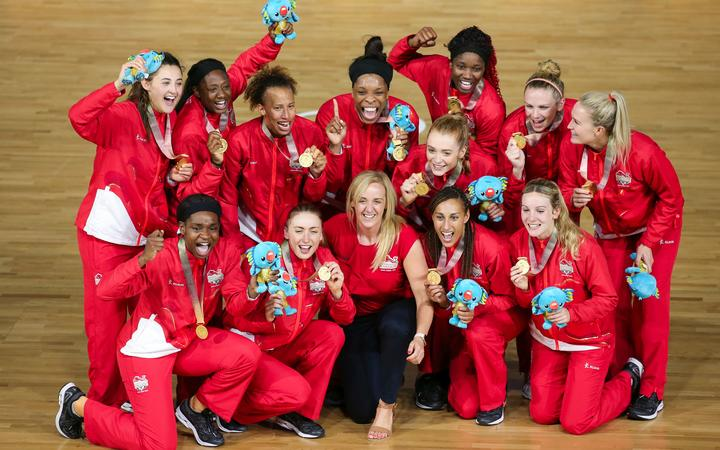 England players and coach Tracey Neville after winning gold at the 2018 Commonwealth Games.