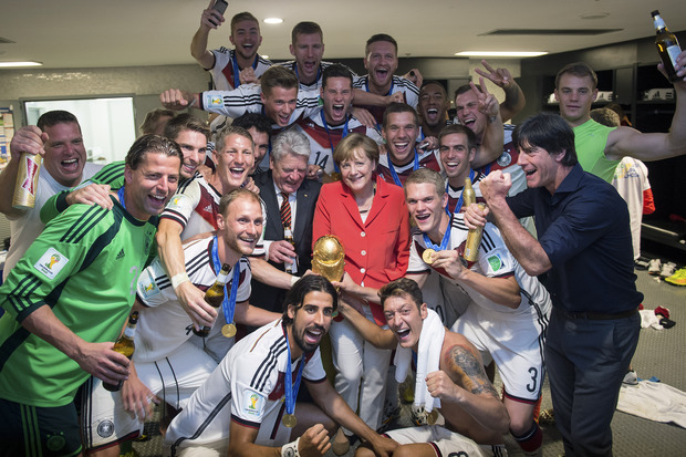German Chancellor Angela Merkel and German president Joachim Gauck (centre) with the team.
