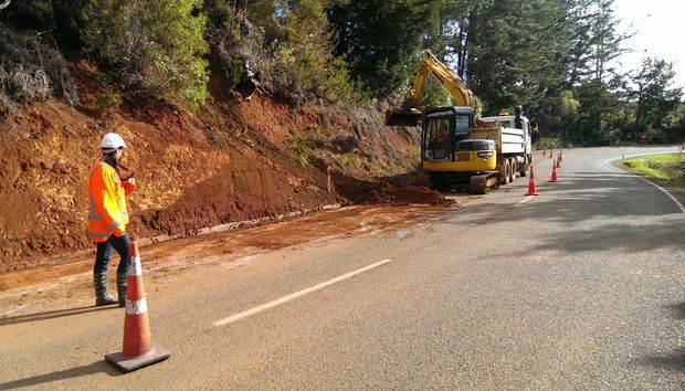Work begins to clear a slip on Mangakahia Road in Northland.