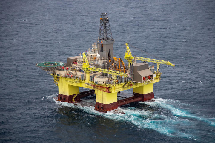 A drilling rig commissioned by oil giant OMV arrives in New Zealand to drill 12 exploratory drilling wells off the coast of Taranaki. Credit: Geoff Reid