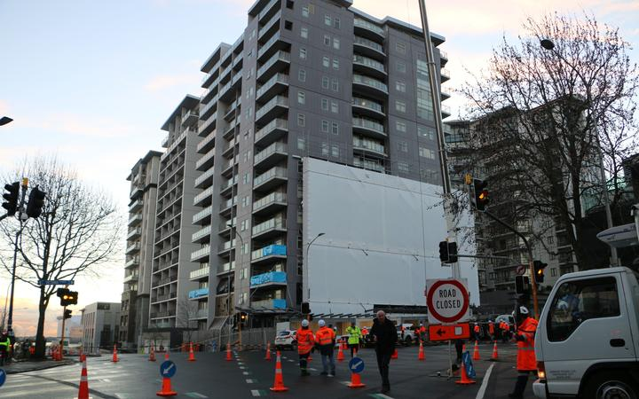 The building on the corner of Nelson St and Victoria St, which lost a panel, closing Victoria Street.