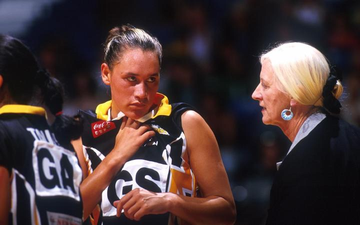 Lois Muir talks with Capital Shakers goal shoot Jodi Brown in 1999