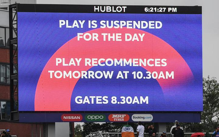 Play suspended in Black Caps World Cup semi-final against India.