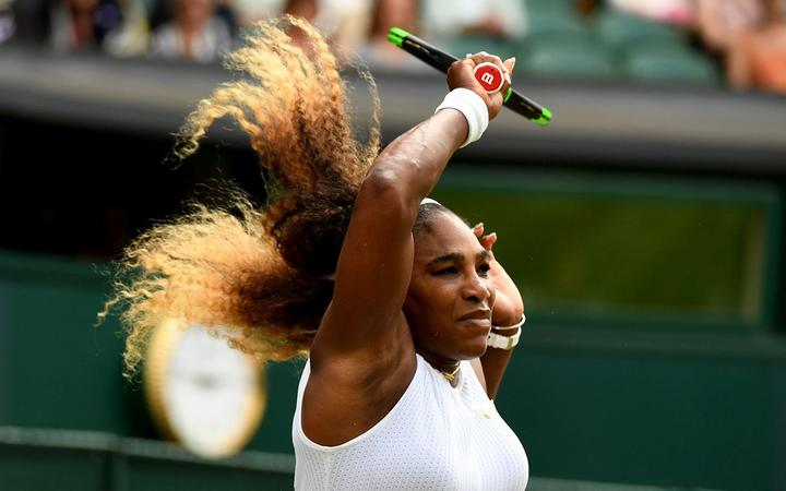 Serena Williams closes in on record Wimbledon crown