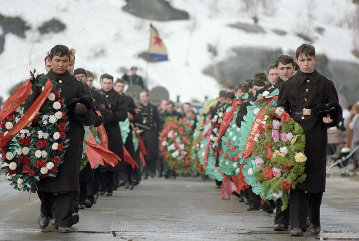 Funeral of 'Komsomolets' submarine crew members.