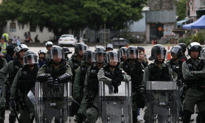 China backs police in Hong Kong unrest