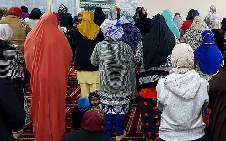 Kilbirnie mosques at prayers - women's section