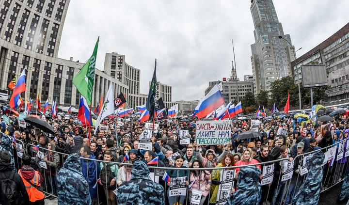 Protesters attend a rally in central Moscow on August 10, 2019 after mass police detentions. - Thousands of opposition supporters rallied in Moscow on August 10 after mass police detentions at recent protests that have been among the largest since President's return to the Kremlin in 2012.