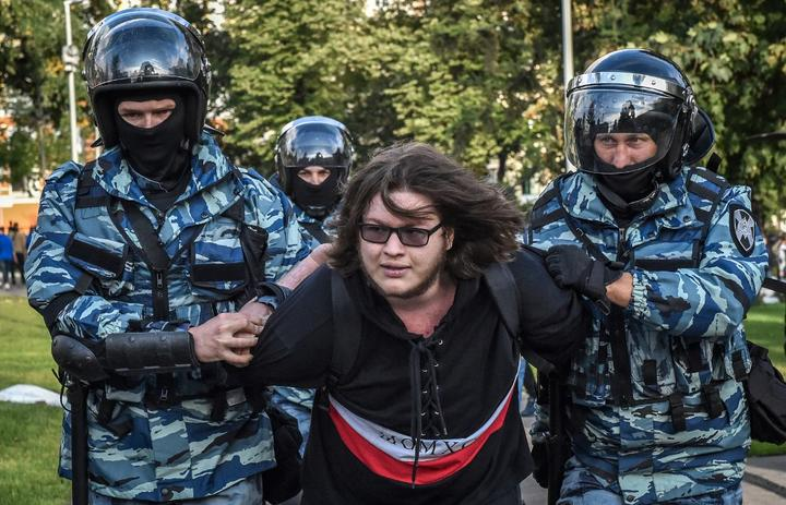 Servicemen of the Russian National Guard detain a man following a rally calling for fair elections in central Moscow on August 10, 2019.