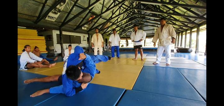 Ilai Ualesi Elekana Manu hosted a judo workshop in Apia during the Pacific Games.