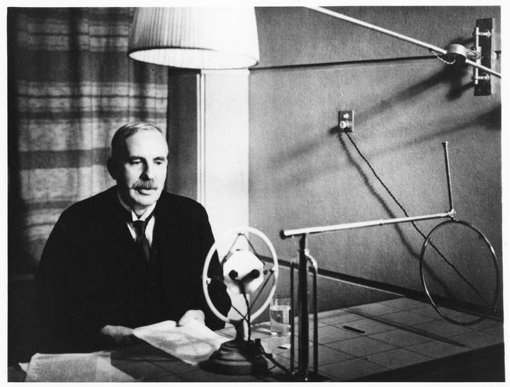 New Zealand atomic physicist Ernest Rutherford during a visit home to New Zealand in 1926. Photograph by courtesy of the Cawthorn Institute, Nelson, New Zealand.