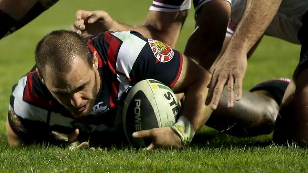 Simon Mannering scores a try against the Sea Eagles.