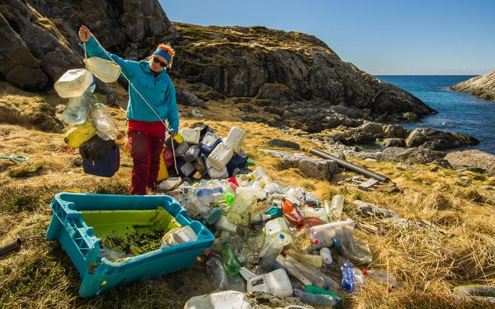 Marine litter: A surprisingly big proportion of the plastic bottles and cans found along the shoreline of the Norwegian Arctic are of foreign origin.