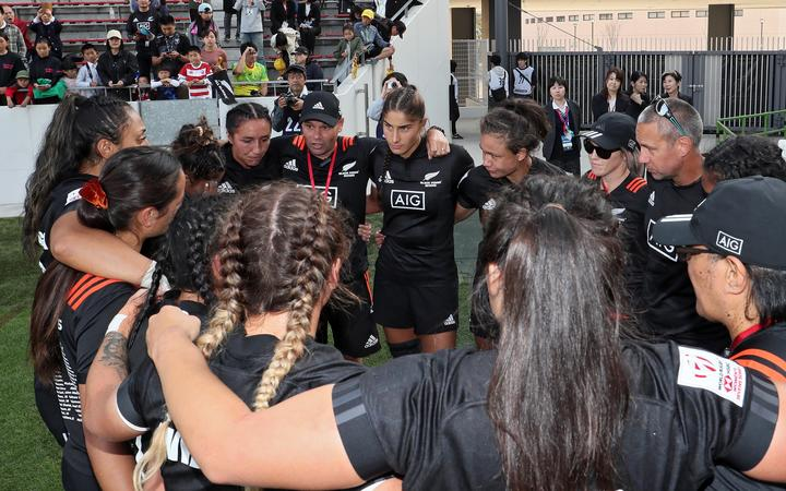 NZ coach Cory Martin Sweeney talks to the team in a huddle after 5th place play off against Australia, HSBC World Rugby Women's Sevens Series 2019 - Kitakyushu, at Mikuni World Stadium, Kitakyushu, Japan, 21 April 2019 © Copyright Photo: Kenji Demura / www.photosport.nz