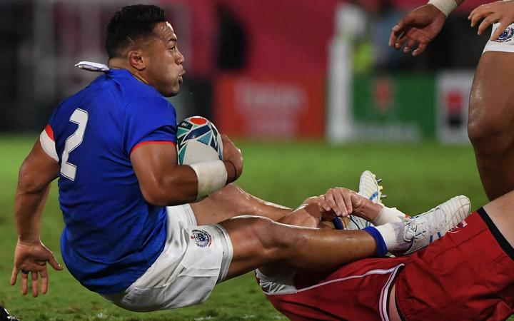 Samoa's hooker Motu Matu'u (L) is tackled by Russia's number 8 Nikita Vavilin during the Japan 2019 Rugby World Cup Pool A match between Russia and Samoa at the Kumagaya Rugby Stadium in Kumagaya on September 24, 2019. (Photo by William WEST / AFP)