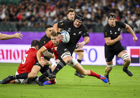 New Zealand's flanker Matt Todd (C) breaks a tackle during the Japan 2019 Rugby World Cup Pool B match between New Zealand and Canada at the Oita Stadium.