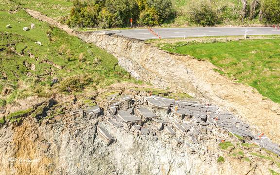 The landslip that has wiped out part of the Whanganui-Raetihi road.