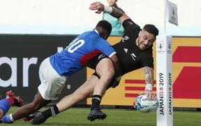 New Zealand's half back TJ Perenara scores a try during the Japan 2019 Rugby World Cup Pool B match between New Zealand and Namibia at the Tokyo Stadium.