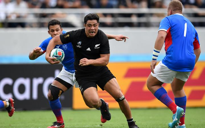 New Zealand's centre Anton Lienert-Brown (C) runs with the ball during the Japan 2019 Rugby World Cup Pool B match between New Zealand and Namibia.