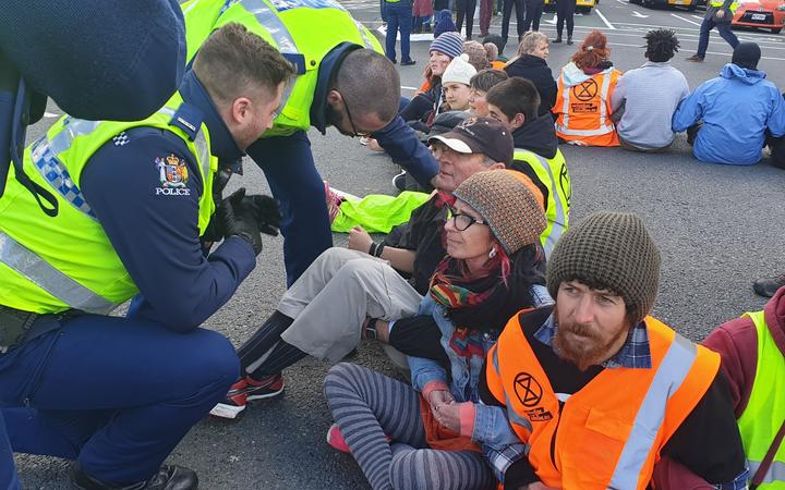Extinction Rebellion: Dublin activists block Irish parliament gates