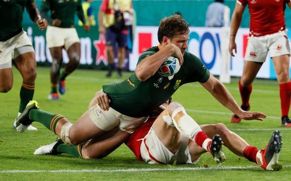 Springbok centre Frans Steyn scores a try against Canada.