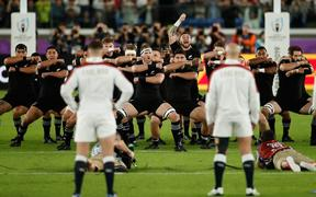New Zealand's players perform the haka  before the Japan 2019 Rugby World Cup semi-final match between England and New Zealand at the International Stadium Yokohama in Yokohama on October 26, 2019. (Photo by Odd ANDERSEN / AFP)
