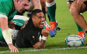 All Black Aaron Smith scores a try