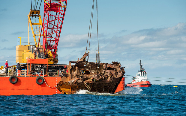 Recovery of Rena wreckage off the Tauranga coast.