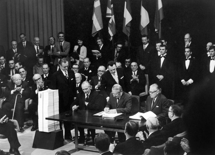 England Prime Minister Edward Heath (C) signs the UK accession Treaty to the European Economic Community in Brussels on January 22, 1972.