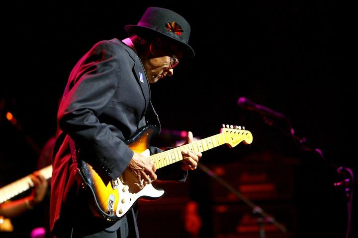 Guitarist Hubert Sumlin performs live during The Experience Hendrix Tour presented by Gibson Guitars at The Beacon Theater on October 17, 2007 in New York City