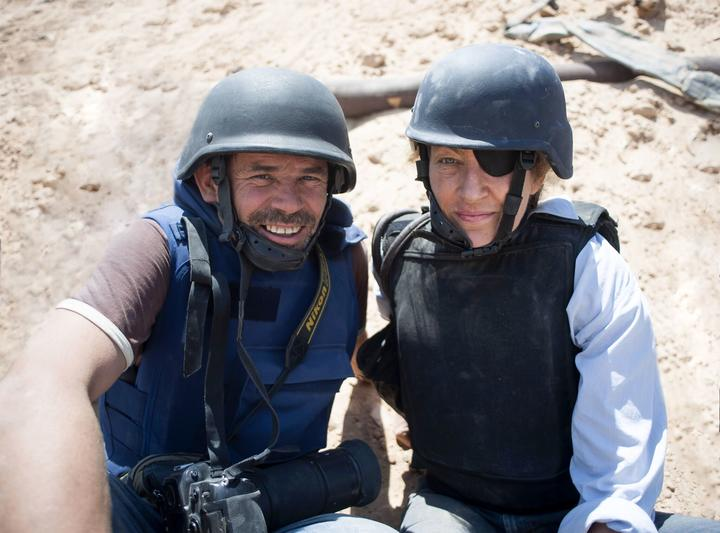 Paul Conroy and Marie Colvin in the field