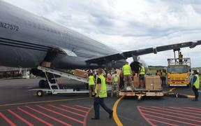 A Royal New Zealand Air Force Boeing 757 offloads medical stores in Samoa.