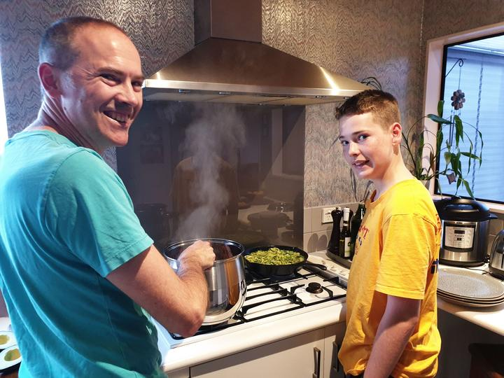 Manu Polletti cooking a keto bolognese with son Oliver (14)