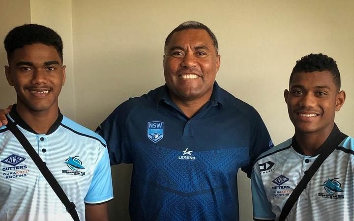 Kevu (L) and Sili (R) with former Fiji rugby league captain Petero Civoniceva.
