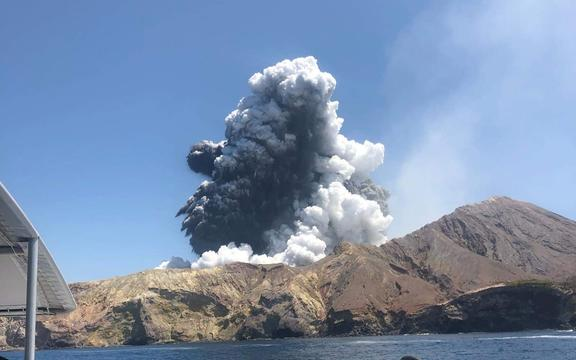 Whakaari White Island eruption as seen from tourist boat