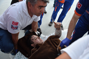 A Palestinian girl injured during the Israeli bombing of Gaza arrives in Turkey.