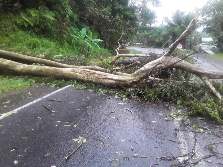 Nearly 2,000 evacuated as 'scary' cyclone hammers Fiji