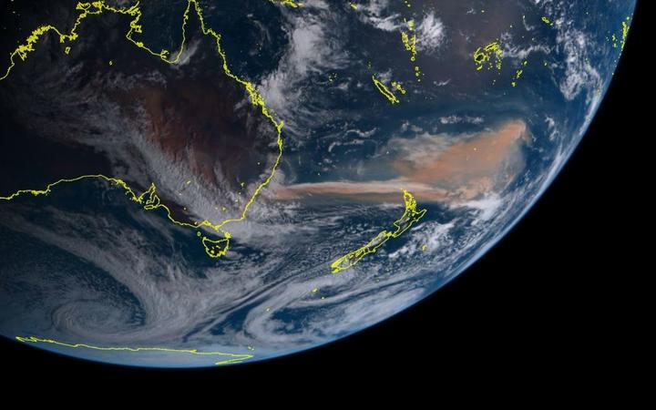 A screenshot from the Himawari-8 satellite shows clearly visible smoke over New Zealand.