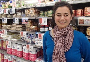Lisa Te Morenga stands in front of shelves of sugar in a supermarket.