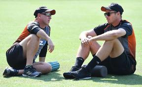 Black Caps coach Gary Stead and bowler Tim Southee chat before play on day two of the third Test against Australia in Sydney.