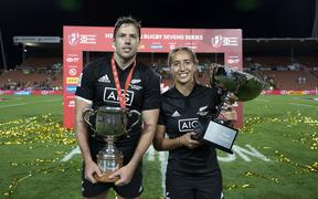All Blacks sevens co-captain Tim Mikkelson and Black Ferns sevens captain Sarah Hirini with their trophies from the Hamilton Sevens . 2020.