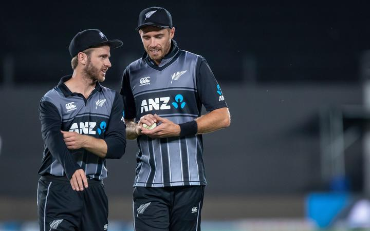 Black Caps captain Kane Williamson talks to Tim Southee.